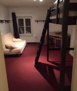 Großes Zimmer im 3ten Stock - Frankfurt (Oder) - Leilighet
