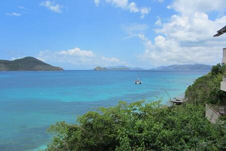 Million Dollar Views: 2 mins to Beach, Pool, more