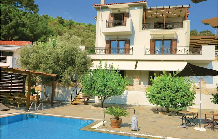 Holiday cottage with 3 bedrooms on 200m² in Kokari