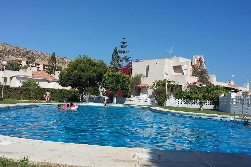 chalet en almerimar con piscina houses for rent in el