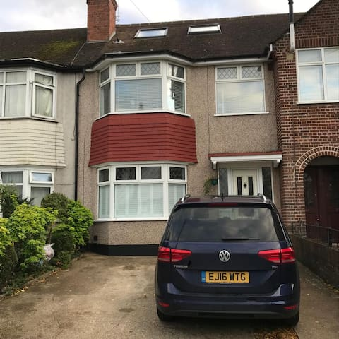 Comfortable Double Bedroom Near Heathrow Airport