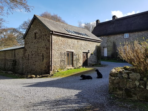Dartmoor, unique 17th century barn conversion