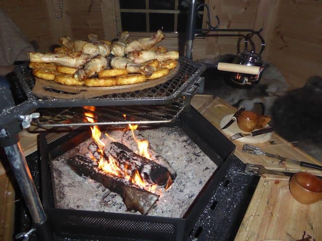 Heerlijk eten boven het vuur in de kota
