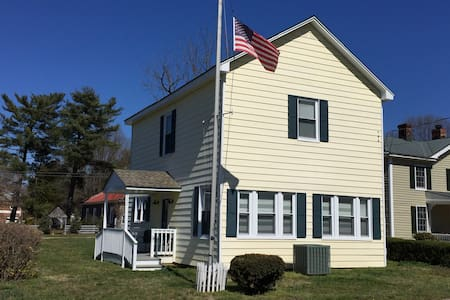 Kinsale Guest House - Small Town Charm - NNK of VA