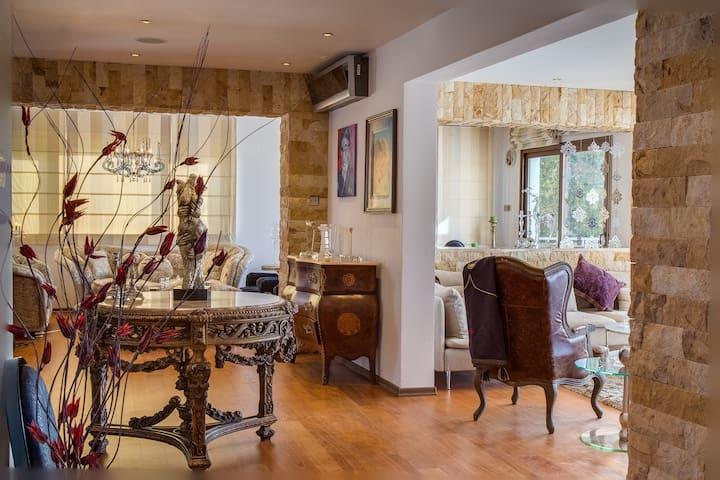 GURU BOUTIQUE SUITES ROCK STAR HOUSE - Protaras - Butik otel