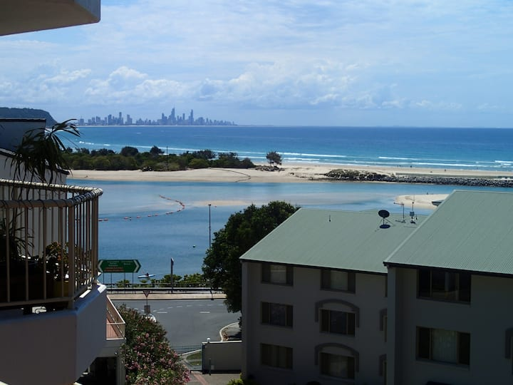 Beachside Retro Unit with Amazing Ocean Views