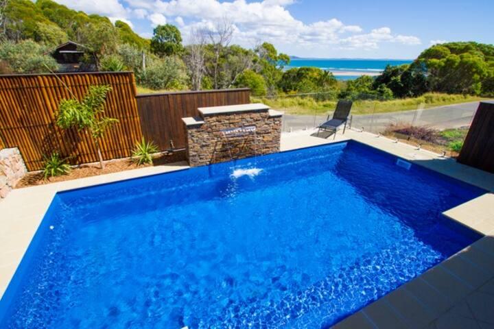 Moorings1770: Beach House- Bay views-Private Pool