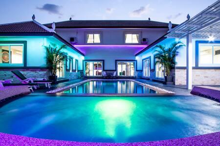 Luxurious Montecito Pool Villa - 4 Bedroom - Muang Pattaya