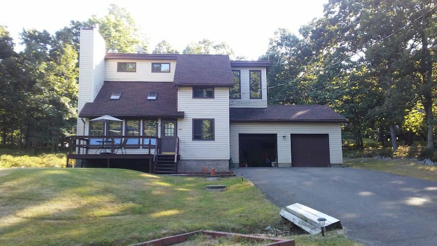 3 bed/Jacuzzi Free /pools ,skii,horseback,seasonal - Bushkill - Casa