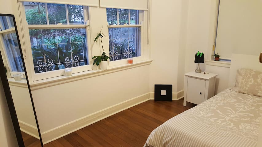 Peaceful and bright one bedroom