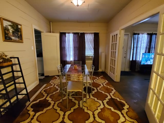 Spacious 2BR Apartment in Downtown