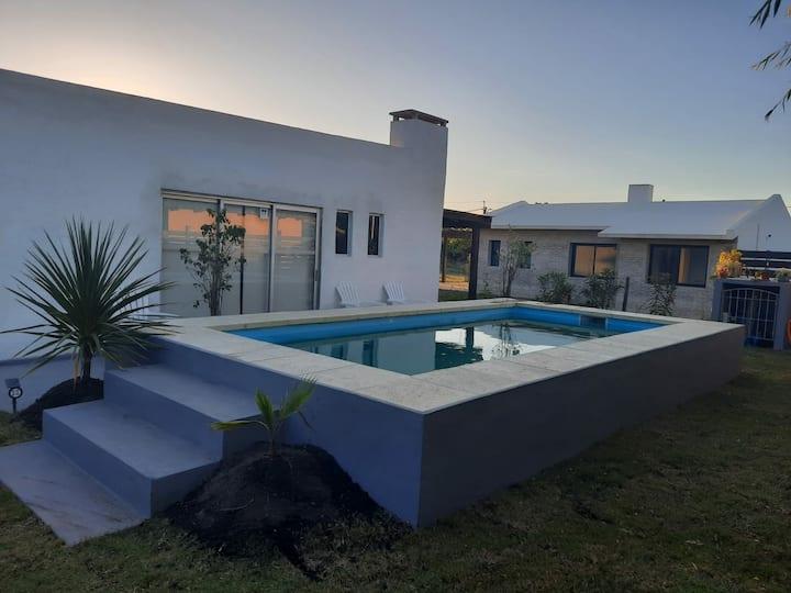 Casa con piscina en Playa Grande