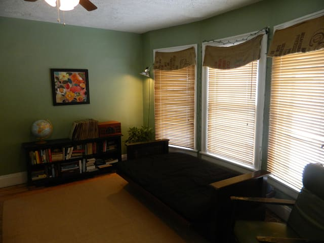 Bedroom with Futon Bed (Double)