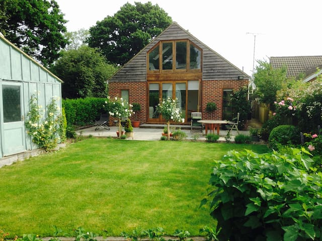 Comfortable room with a view, Biddenden