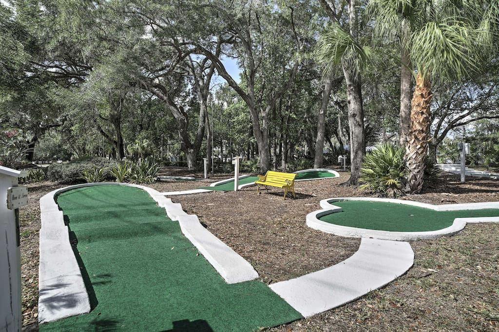 Located within the Sherwood Forest complex, guests have access to a variety of amenities include a mini-golf course, basketball & tennis courts, shuffleboard, and more.