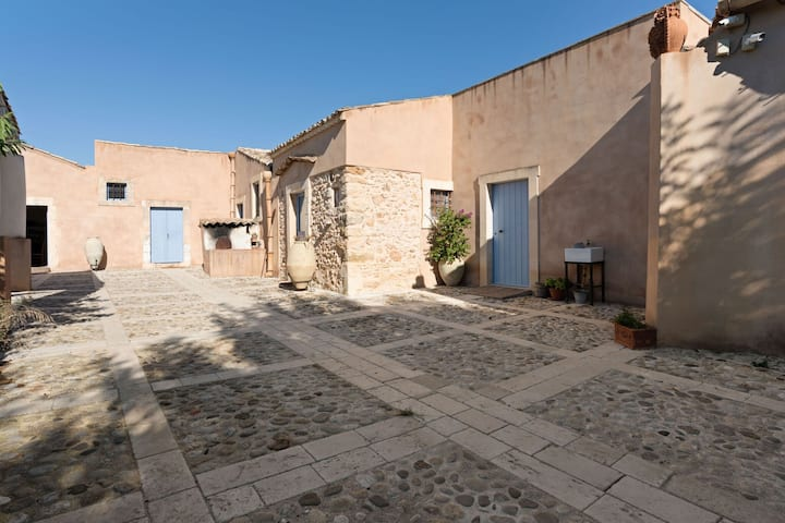 Rustic Farmhouse in Noto with Swimming Pool