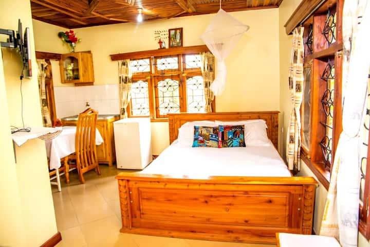 Queens bedroom with beautiful garden