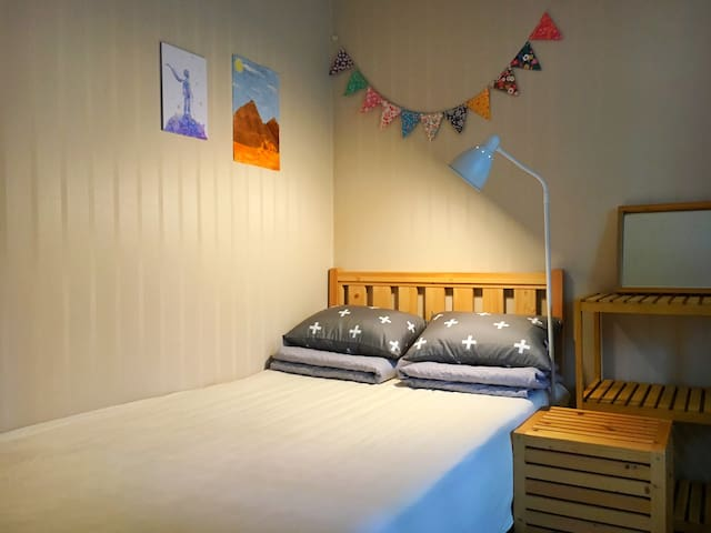 Lovely n Cozy Private Room, Double Bed, 위치최고 - Sinseogwi-ro, Seogwipo-si - Leilighet