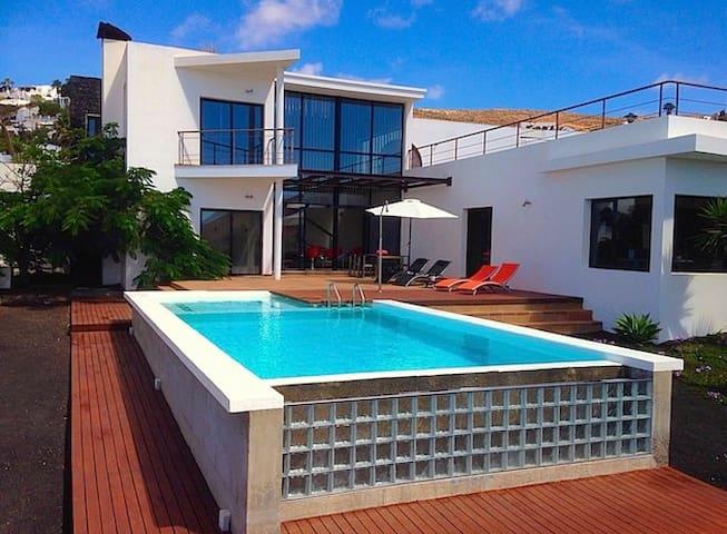 Luxury Villa El Erizo with private pool in Nazaret