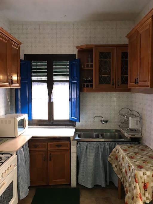 Cocina de gas con microondas