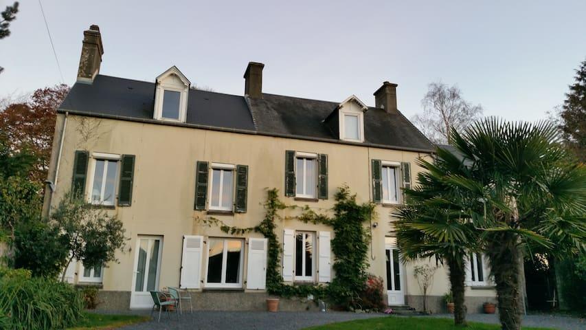 Chambres privées maison charme en ville, 10kms mer - Coutances - Rumah