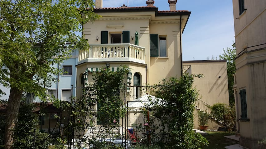 Appartamento sul lungomare  in Villino Storico