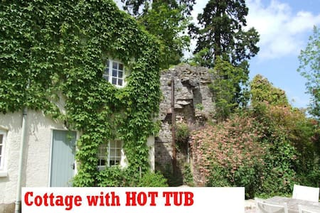 Tranquil Private Cottage with Hot Tub and Views - Denbigh - 独立屋