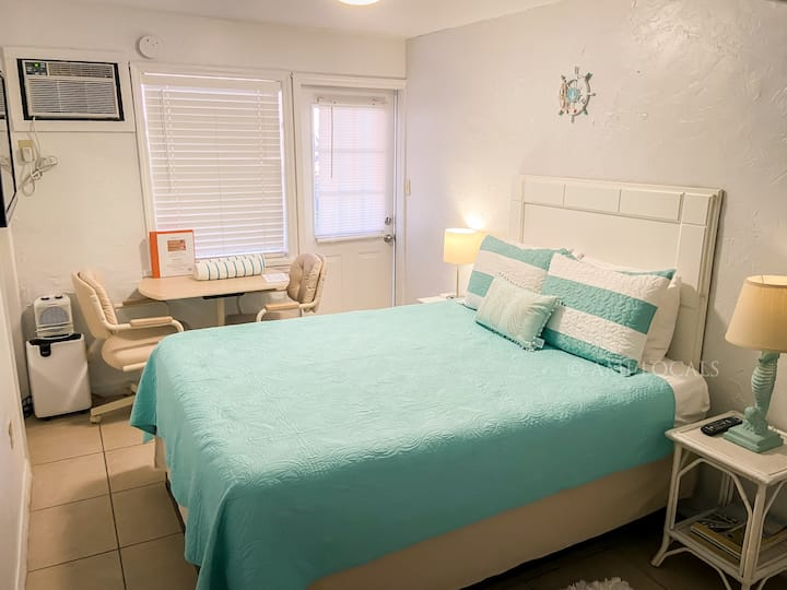 Island Time Inn Suite #3 - cute Inn on Bridge Street, close to the beach and shopping!