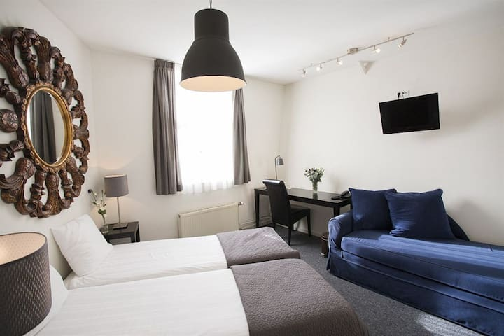 Amsterdam Quentin Hotel**** - a beautiful authentic 17th century historic canal house