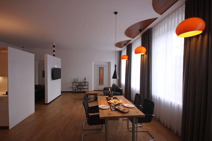modernes neu renoviertes Loft - SITZUNGSSAAL-