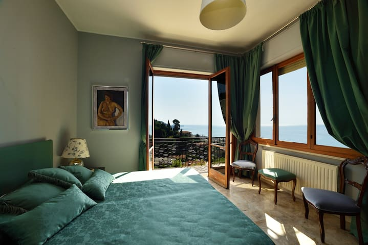 Villino Aurelia, verde, pace, mare. Posto auto