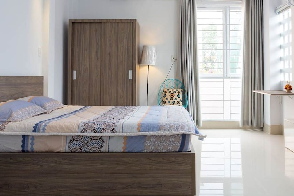 A 40m2 studio apartment including queen size bed, desk, armchair, kitchen, bathroom. Locate in the center of Ho Chi minh city, in the district 3 of historic and luxury house. Quite and bright