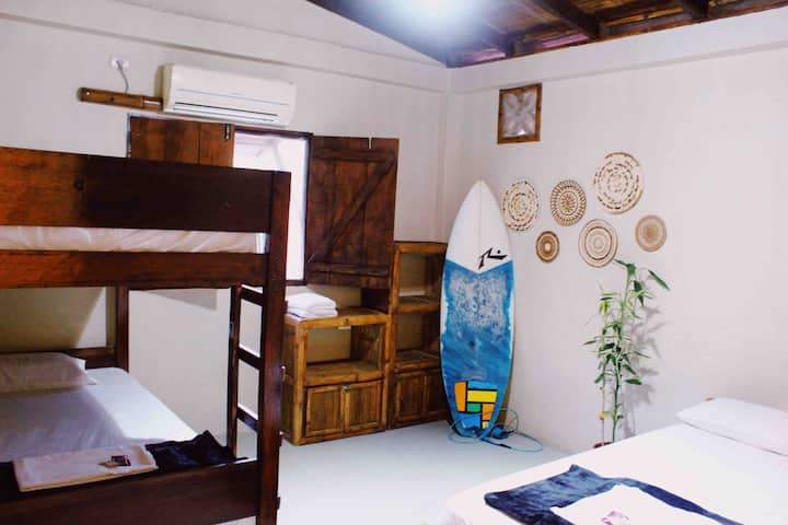 Quadruple room in guesthouse by the beach