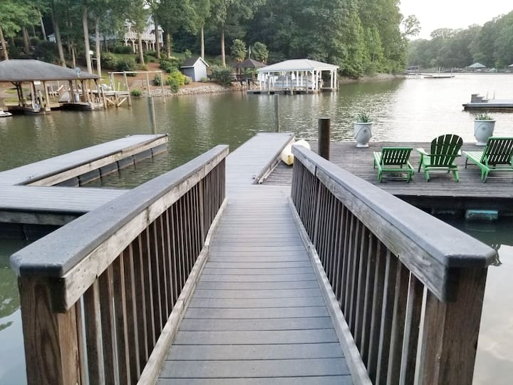 NEW! Lakefront Couples Getaway, Private Pier