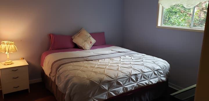 King Ensuite - Close to Malls & buses w/ Fast WiFi