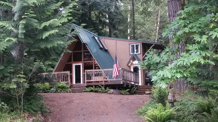 Love Shack Getaway *Bordering the National Forest* - Packwood - Mökki
