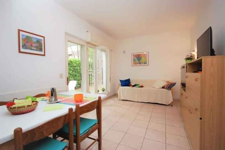 apt for 4+2 persons with a/c in Lignano R102712