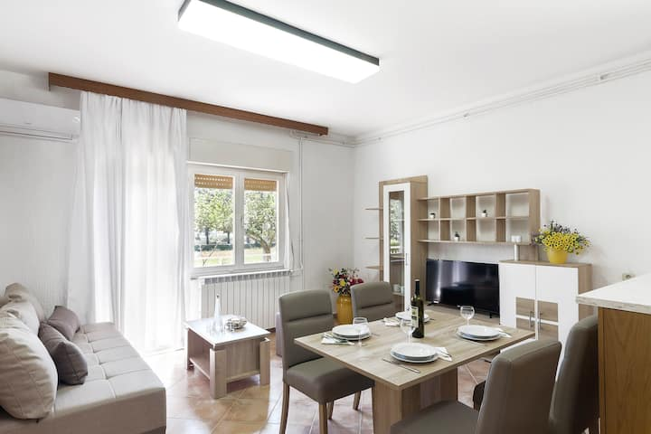 Spatious and cozy apartment with garden near Pula