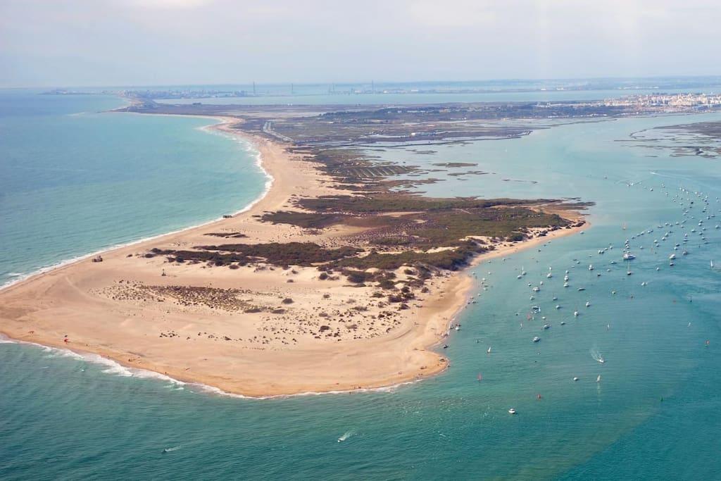 playa de camposoto a poco más de 5 minutos en coche, playa prácticamente virgen abierta hace 5 años
