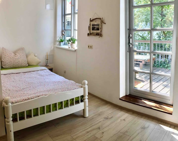 Balkon-Zimmer in ruhiger Altstadt-WG