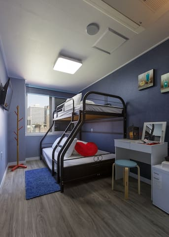 New open! Myeong-dong Central! (Double Bunk room)