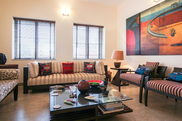 Artsy modern home, great location - Kolkata - Apartemen
