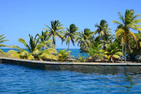 Villa les balahous - piscine - mer - gouvernante