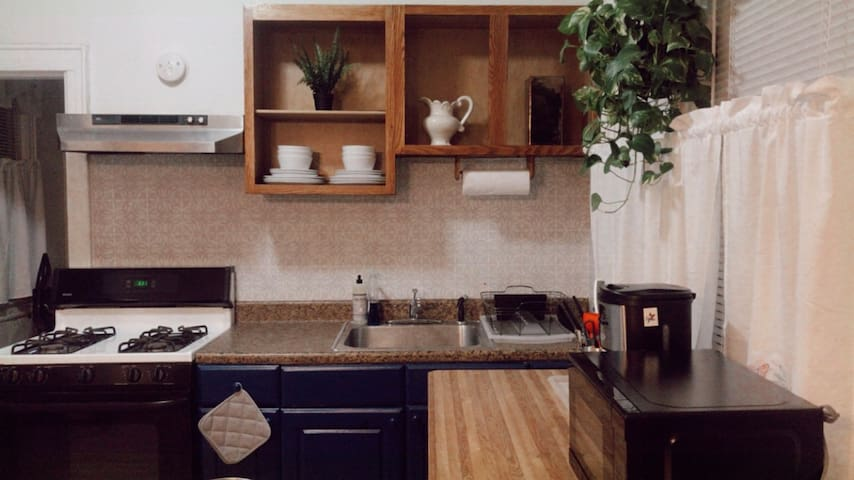 Your Private NYC Home! 2BR Mins to Airport+ Subway