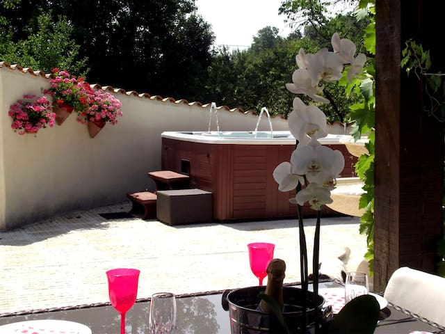 Holiday Gite nr Eymet with Jacuzzi - Soumensac - Wohnung