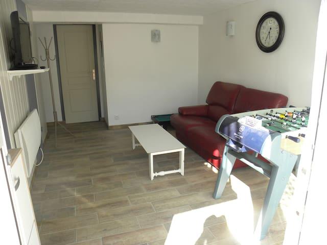 Appartement au calme dans maison, 20 mn Futuroscop