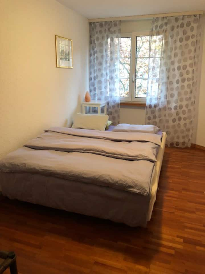 Privatzimmer mit Doppelbett in Wil
