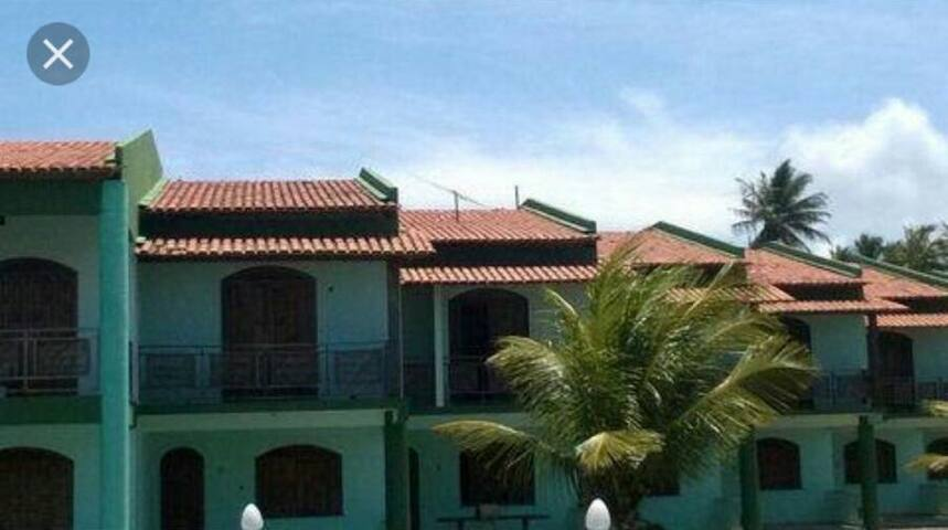 Casa em condomínio de frente pro mar