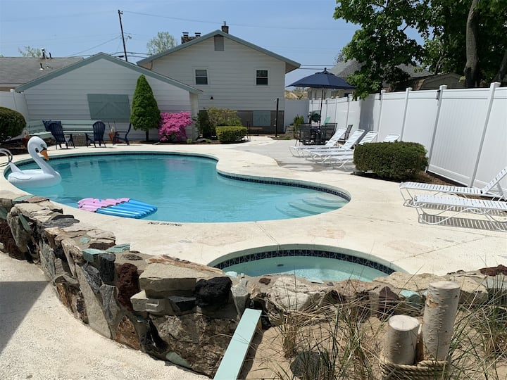Muskegon Beach House - Directly Across from Pere Marquette Beach with a Heated Pool and Whirlpool!
