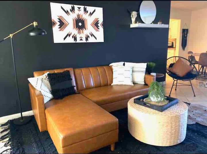 Designer condo in the heart of old town Scottsdale